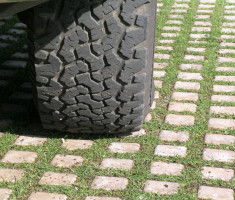09041203561-21-06-008_drivable_grass_green_parking